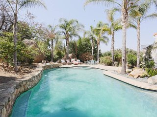 Malibu Canyon Retreat - Music Guest House, Happiness Bus w/ Pool