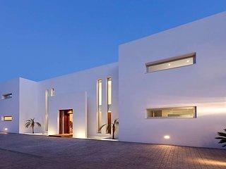Es Cubells Villa Sleeps 12 with Pool Air Con and WiFi - 5669294