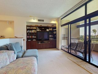 NEW LISTING! Two-story condo w/lanai & shared pool/hot tub/tennis -walk to beach