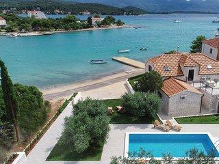 3 bedroom Villa in Loviste, Dubrovacko-Neretvanska Zupanija, Croatia : ref 56734
