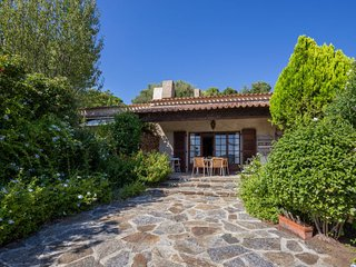 2 bedroom Villa in Bormes-les-Mimosas, Provence-Alpes-Côte d'Azur, France : ref
