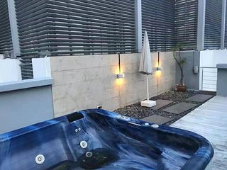 Luxury Penthouse with Private jaccuzzi