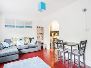 Quirky 2 Bed East London Home near Canary Wharf