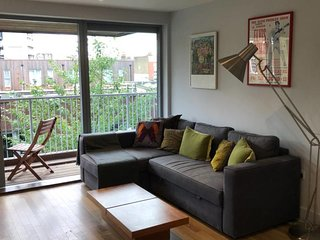 Charming 2 bed w/balcony at heart of East London