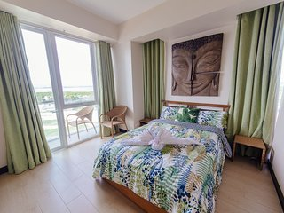 1BR Condo in Mactan Newtown w/ WIFI, CAN COOK!