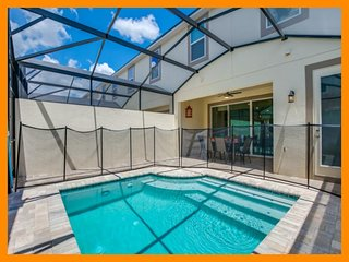 Solara Resort 20 - Modern townhouse with private plunge pool near Disney
