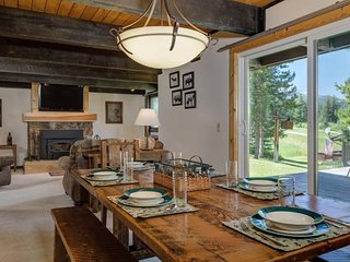 Big Sky Golf Course- Charming Townhome