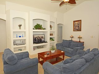 15405BVD. Spacious 3 Bedroom 2 Bath Pool Home 10 minutes from Disney