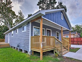 NEW! Cozy Home w/ Deck - Mins to Downtown Houston!