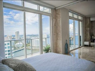 **Fall Promo** Panoramic Ocean Views from your Private Penthouse Suite, near Din