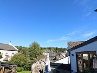 THE RETREAT, enclosed courtyard, village views, near Harberton