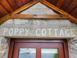 POPPY COTTAGE, open fire, countryside views, character features in Horton-in-Rib