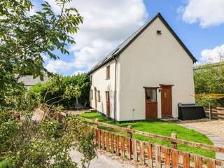 POST HOUSE, two-storey barn conversion, countryside setting, close to amenities