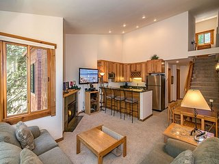 Prime 2BR w/ Updated Kitchen, Steps to Northstar Village - Ski-In/Ski-Out