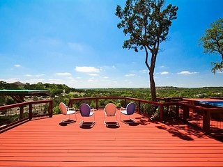 Tawnya's Secret Hideaway Enjoying an Incredible 20 mile Hill Country View!