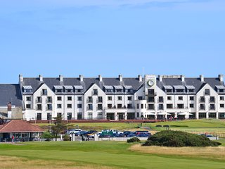 Golf View Apartment with Panoramic Views of Carnoustie Golf Links