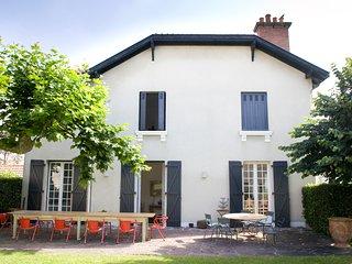 Maison de charme avec grand jardin et parking