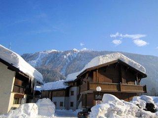 GrandMontetsA - super 4 bedroom apartment right next to Grand Montets ski area