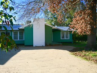 Casa Verde comfortable cottage adjoining Murray River bush reserve.