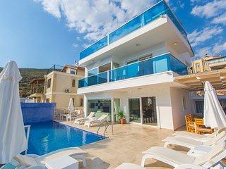 Kalkan Villa Sleeps 8 with Pool and Air Con - 5668717