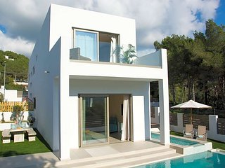 Cala Llonga Villa Sleeps 8 with Pool Air Con and WiFi - 5669317