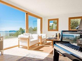 Colonia de Sant Jordi Villa Sleeps 8 with Pool Air Con and WiFi - 5669326