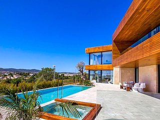 6 bedroom Villa in Playa de Talamanca, Balearic Islands, Spain : ref 5669356