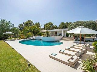 Es Cubells Villa Sleeps 12 with Pool Air Con and WiFi - 5669314