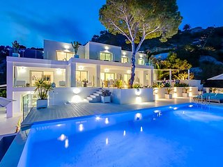 Es Cubells Villa Sleeps 12 with Pool Air Con and WiFi - 5669359