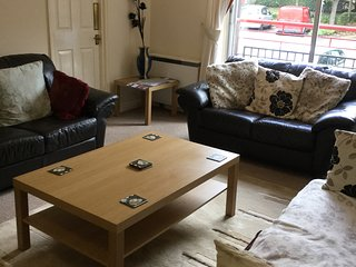 2 bed city centre Apartment with parking and wifi