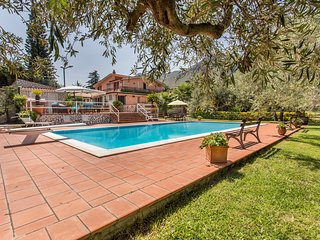 *Sikelia luxury Home* exclusive villa with FANTASTIC pool  to 25 km from Palermo