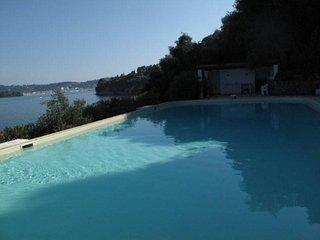 Twin Waterfront Villas & private beach in Kommeno