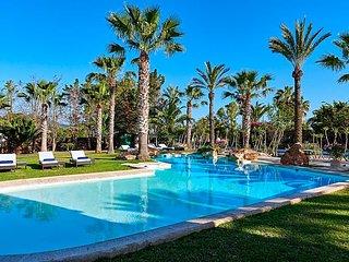 Montecristo Villa Sleeps 12 with Pool and Air Con - 5669321