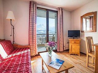 Spacious 2 Bedroom Alcove Apartment Close to Amazing Amenities!