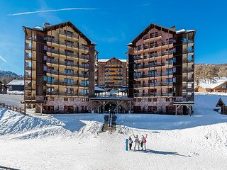 PRIVATE Balcony + Ski Storage on-site | Your Next Mountain Getaway