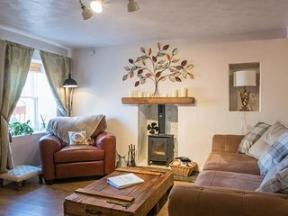 COUNTRY NEST- Cosy & Spacious Cottage with Log Burning Stove