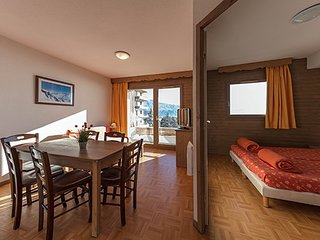 Warm and Inviting 1 Bedroom Alcove Apartment with Private Balcony
