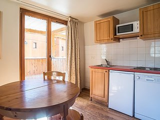 Cute Apartment with Access to 125km of Slopes, a pool, and a sauna!