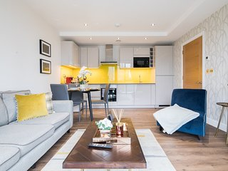 Fantastic Aldgate East Apartment