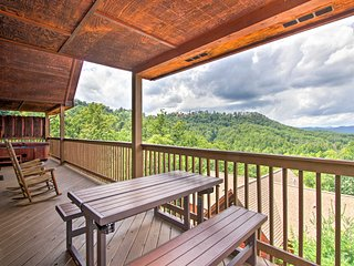 NEW! Sevierville Cabin w/ Hot Tub Near Dollywood!