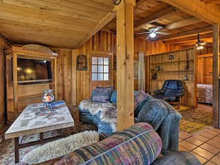 Peaceful Santa Fe Cabin - 'Dream Catcher Ranchito'