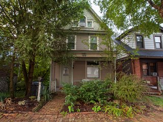 Modern & Stylish Victorian on the Mount! Easy Access to Downtown. Light & Bright