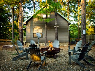 Kingfisher at River Top Cabins - waterfront cabin with deck & access to river