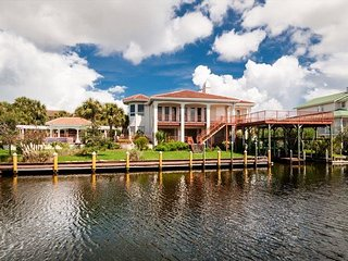 Very Large Home W/ Private Pool and Boat Slip