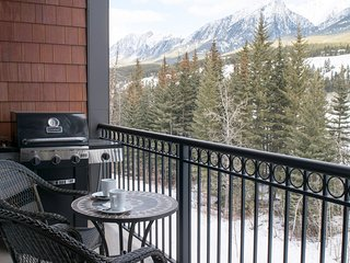 Canmore Summit Penthouse 2 Bed + Den Grotto Suite with Private Hot Tub