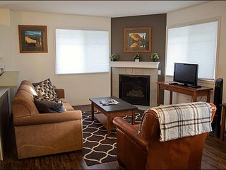 Banff Boundary Lodge - 2 Bedroom Deluxe Lower Suite