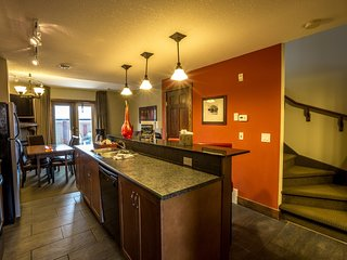 Spacious Condo in Canmore | Fireplace + Outdoor Hot Tub