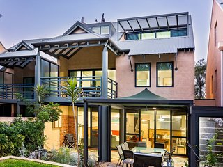 Broadwater Bliss large luxury townhouse