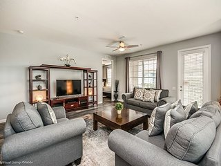 Spacious 3BD deluxe unit minutes from International Drive!