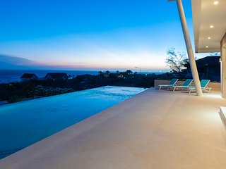 *Villa Casa-Bella* 180• Ocean Views-* Private Pool* for up to 12 Guest